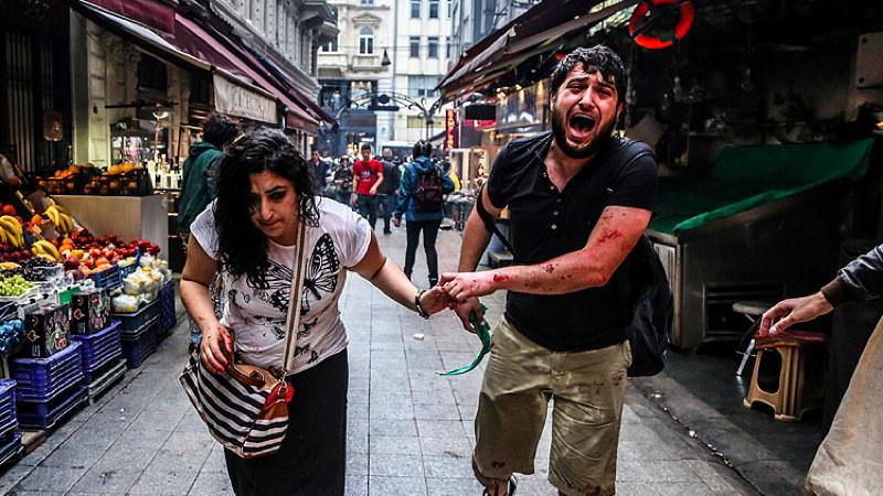 Menschen auf der Flucht vor der Polizei, Istanbul, 31.05.2014